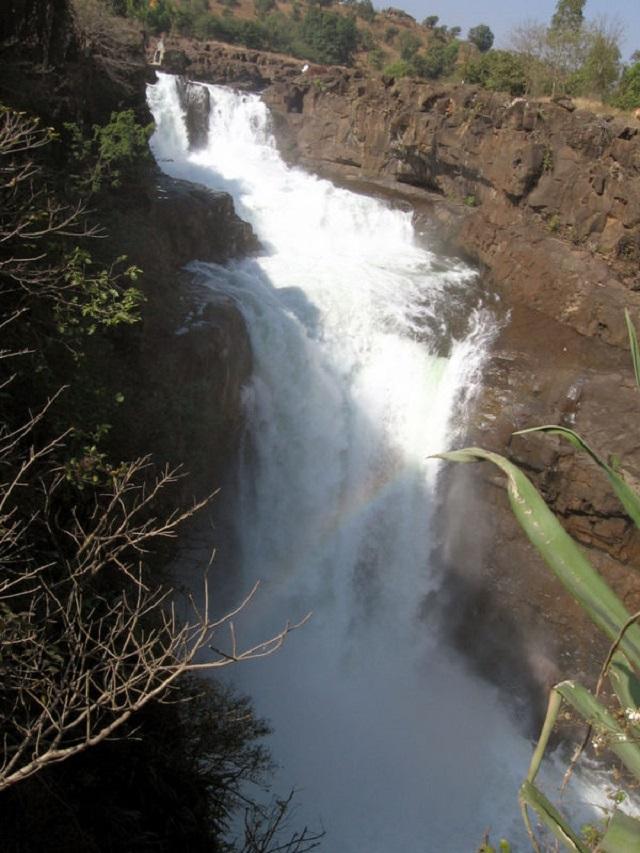 Hill Stations near Mumbai Randha waterfalls