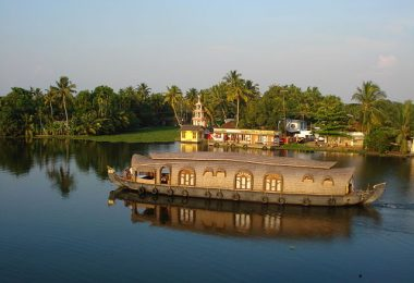 Luxurious Houseboats