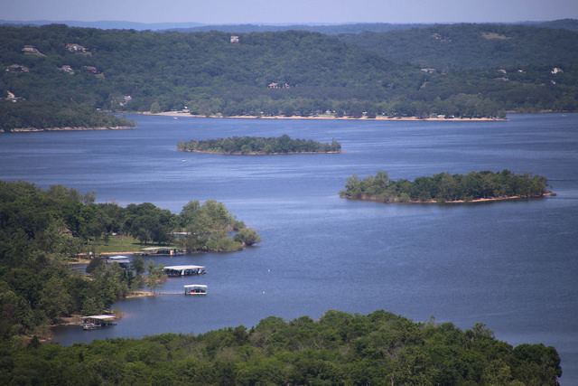 Lovely Lakeside Resorts In United States View Traveling - Best place to stay on table rock lake missouri