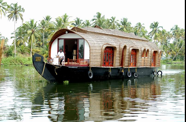 Aqua Castle Luxury Houseboats