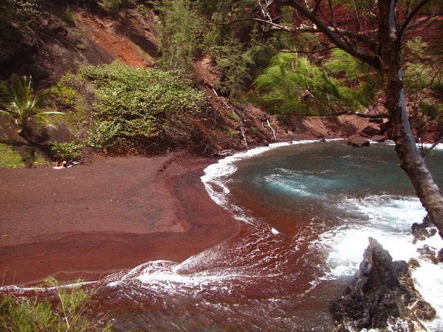 Kaihalulu Red Sand Beaches