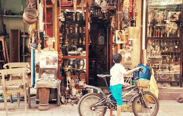 Street Shopping in Mumbai Chor Bazaar