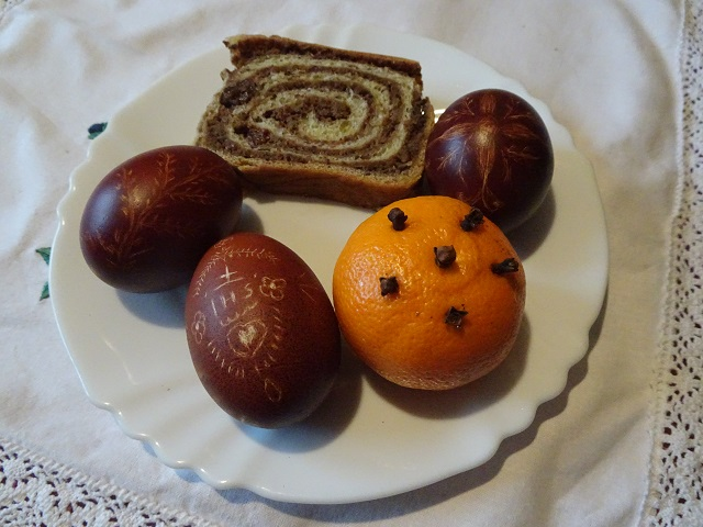 Slovenian pastries and Easter eggs