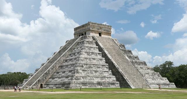 Best Cities in Mexico to Visit El Castillo temple