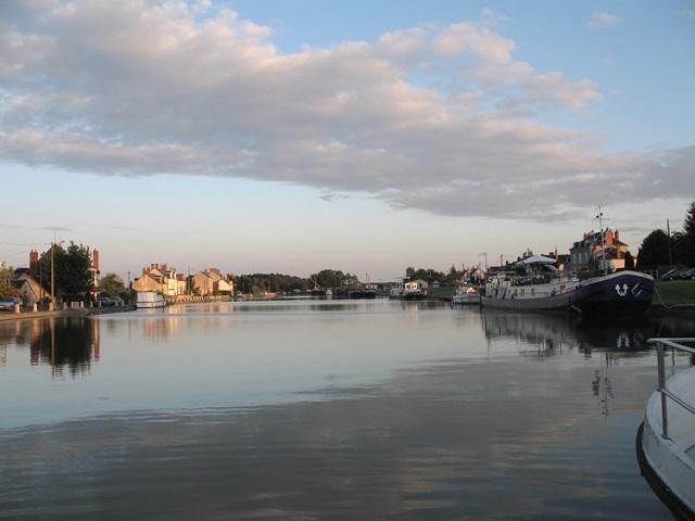 Canal de Briare Hotel Barge Cruise