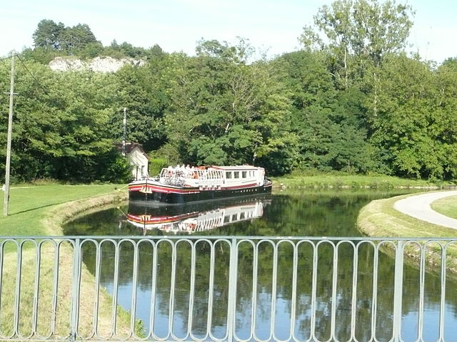 Nivernais Canal Hotel Barge Cruise