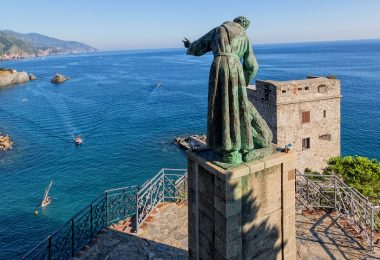 Things to do in Cinque Terre- The statue of Monterosso