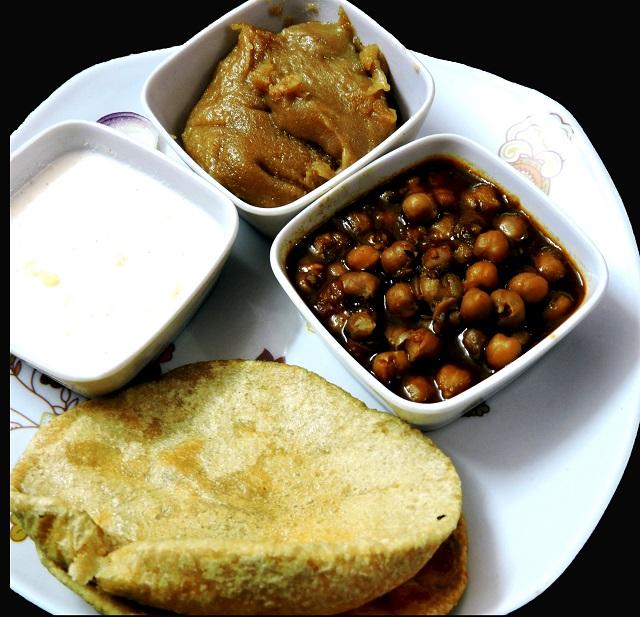 Halwa Puri, the Asian street food from Pakistan