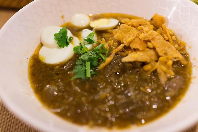 Mohinga, Street food from Myanmar