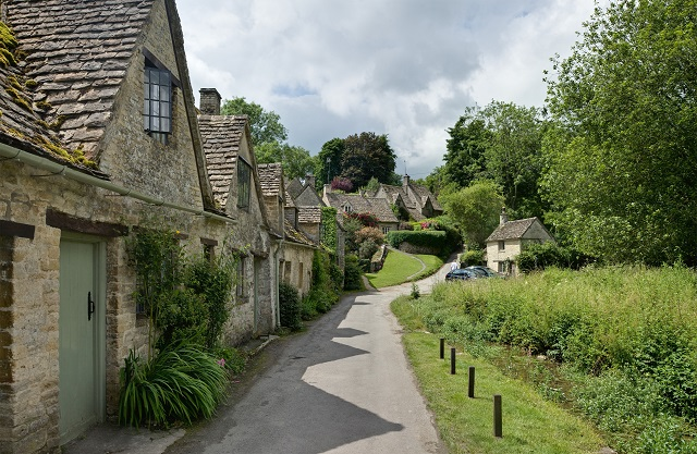 Best Time to Visit England Cotswolds Hill Village