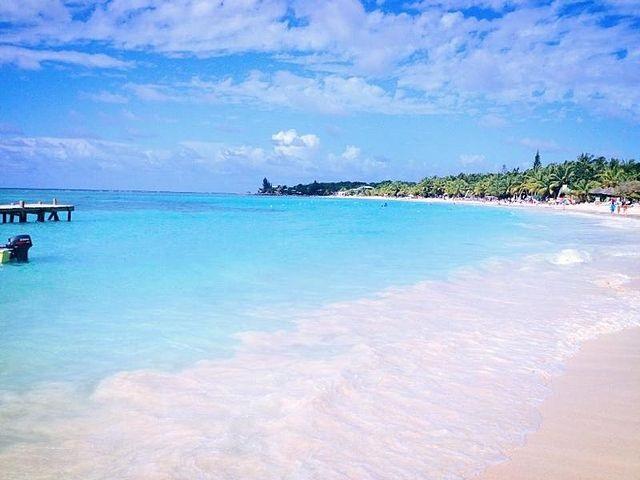 Affordable Tropical Vacation Destinations-Roatan Island, Honduras