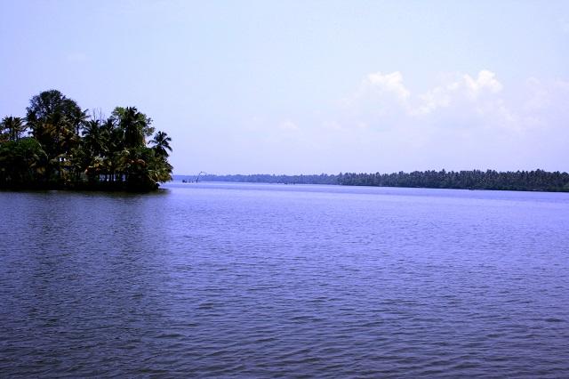 Water Sports Destinations in India Cherai Lagoon